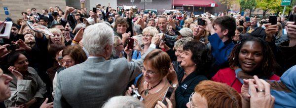 clinton-in-crowd